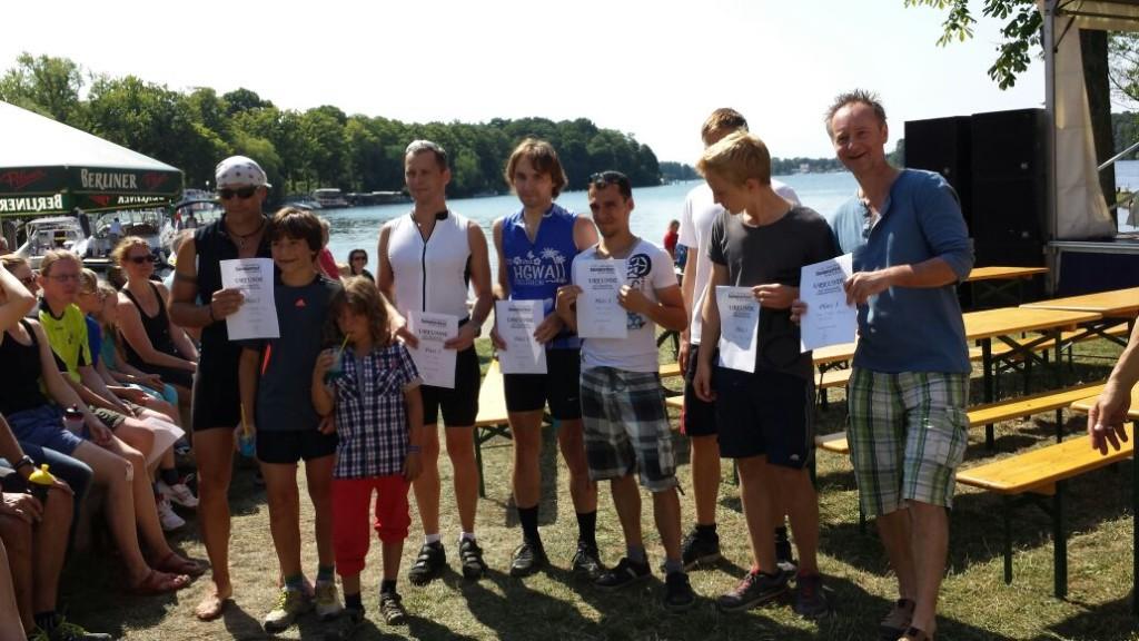 Siegerehrung der Staffeln beim 1. Familien-Triathlon