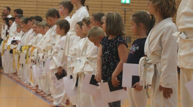 Karate Prüfungen mit Top Leistungen
